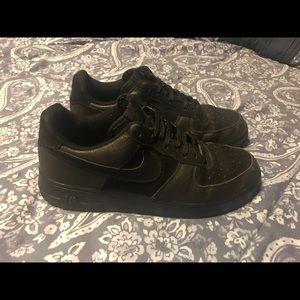 Black Low Top Nike's MENS 10 1/2